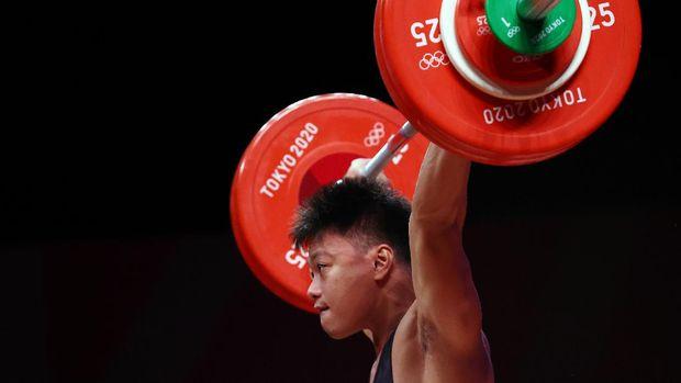 Tokyo 2020 Olympics - Weightlifting - Men's 73kg - Group B - Tokyo International Forum, Tokyo, Japan - July 28, 2021. Rahmat Abdullah of Indonesia in action. REUTERS/Edgard Garrido
