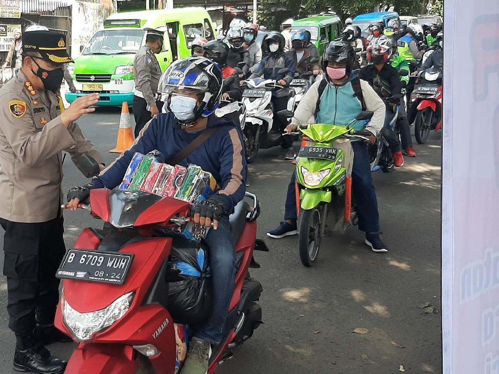 Razia Vaksin di Jalan Raya Kota Bogor