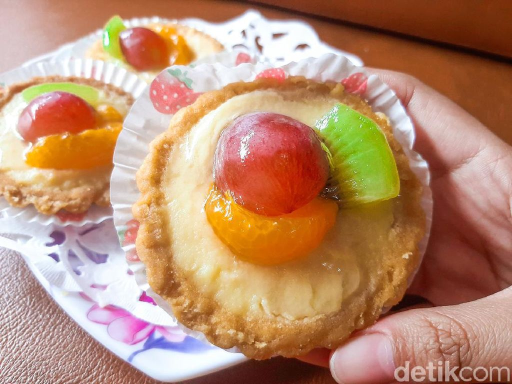 Pie Buah Manis Segar dan Pastel Ufo Isian Padat Gurih Renyah