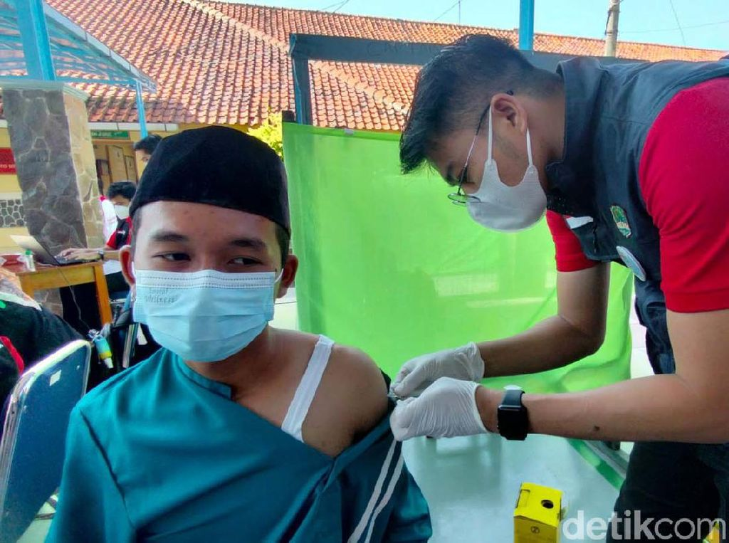 Vaksinasi COVID Anak 12+ di DKI Jakarta Ditargetkan Selesai Agustus