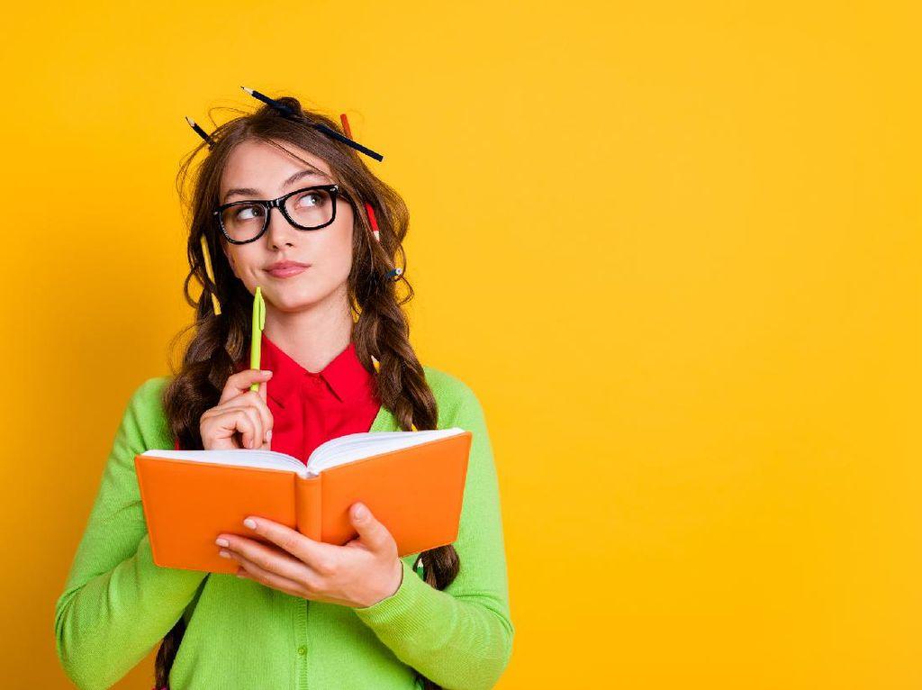 Mengenal Soal Essay, Ciri-ciri, Bentuk, dan Contohnya