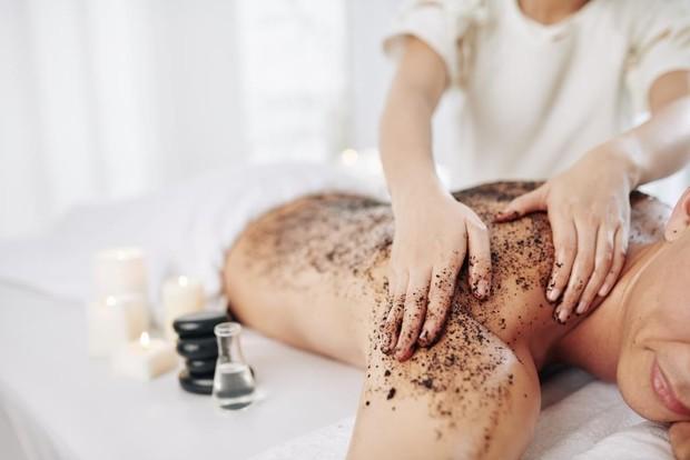 scrub dapat mengangkat kolagen alami kulit dan menyebabkan kulit rentan pada bakteri dan matahari. Sebaiknya, gunakan produk ini seminggu sekali.