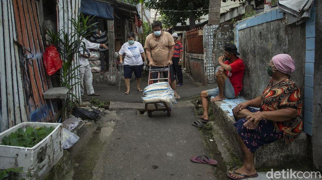 Bansos Beras Mulai Melipir ke Warga Jakarta
