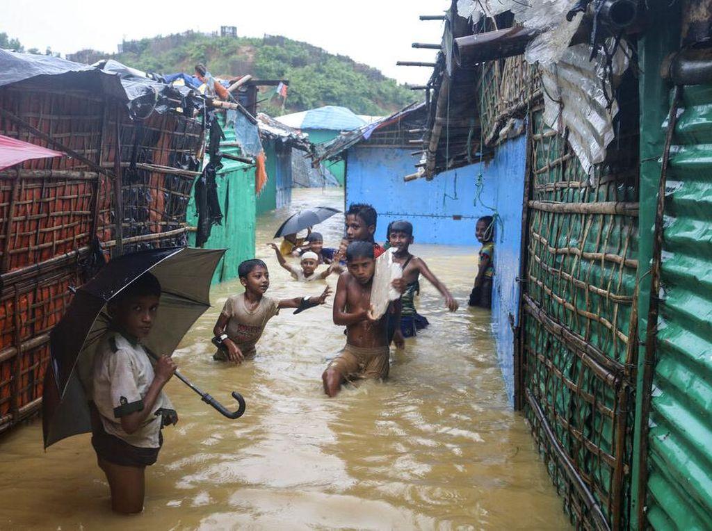 Lara Pengungsi Rohingya Diterjang Longsor hingga Banjir
