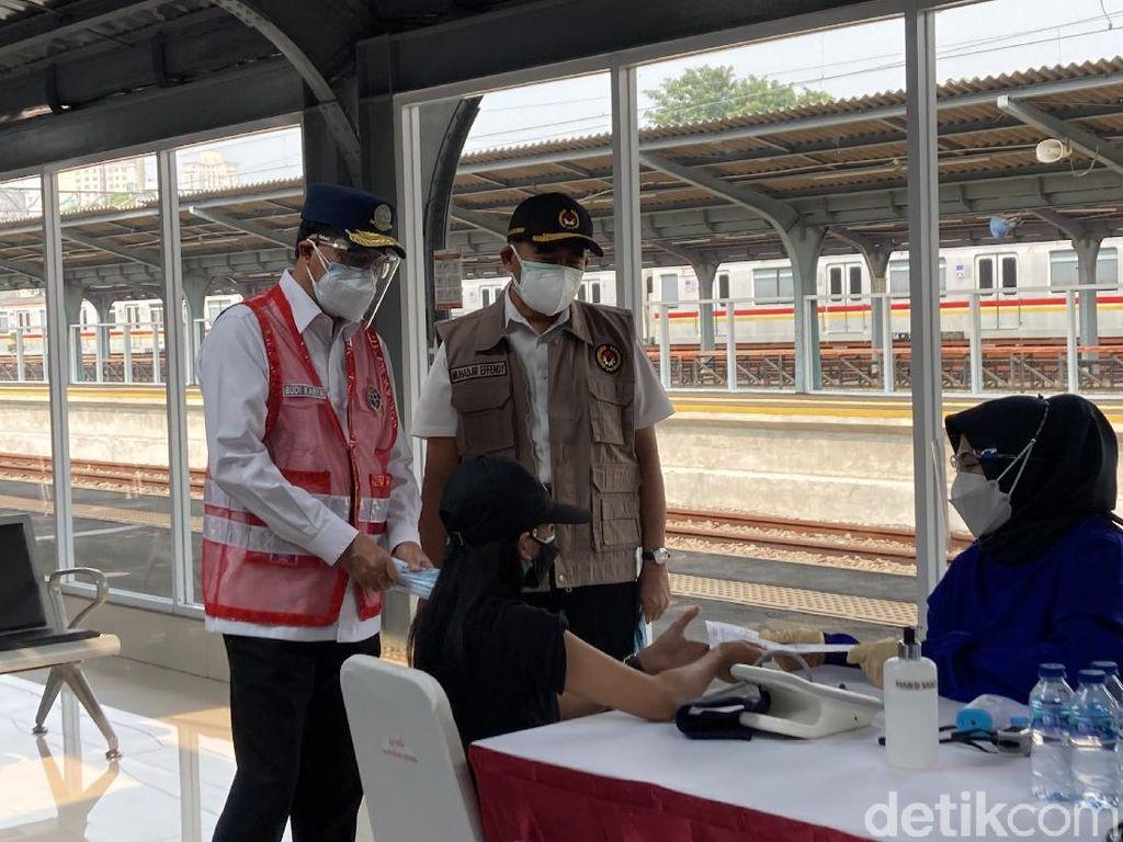 Menko PMK-Menhub Tinjau Vaksinasi di Jakarta Kota, Ingatkan Pakai Masker Dobel