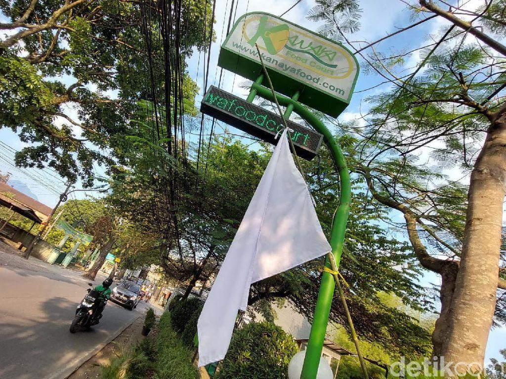 Protes Aturan PPKM Level 4, Resto di Bandung Kibarkan Bendera Putih