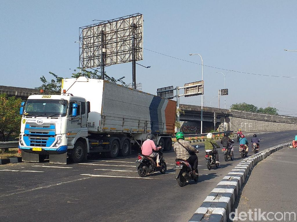 Banyak Pemotor ke Jalan Tol Dekat Penyekatan Bundaran Waru, Ini Upaya Polisi