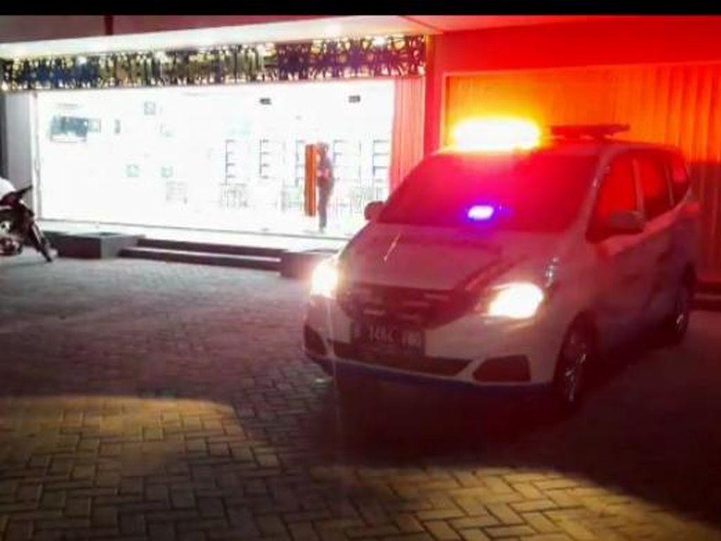 Ancaman Polisi ke Pemilik Sedan Halangi Ambulans Jika Abaikan Panggilan