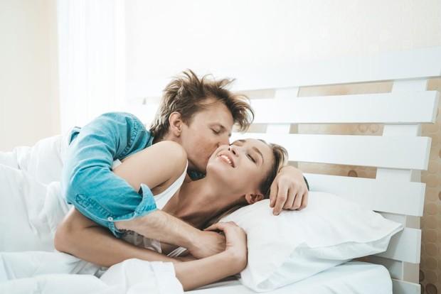 Terakhir, berpelukan setelah berhubungan intim juga bisa menguatkan ikatan emosi terhadap pasangan.