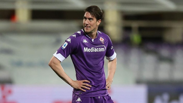 FLORENCE, ITALY - MAY 08: Dusan Vlahovic of ACF Fiorentina looks on during the Serie A match between ACF Fiorentina  and SS Lazio at Stadio Artemio Franchi on May 8, 2021 in Florence, Italy. Sporting stadiums around Italy remain under strict restrictions due to the Coronavirus Pandemic as Government social distancing laws prohibit fans inside venues resulting in games being played behind closed doors.  (Photo by Gabriele Maltinti/Getty Images)