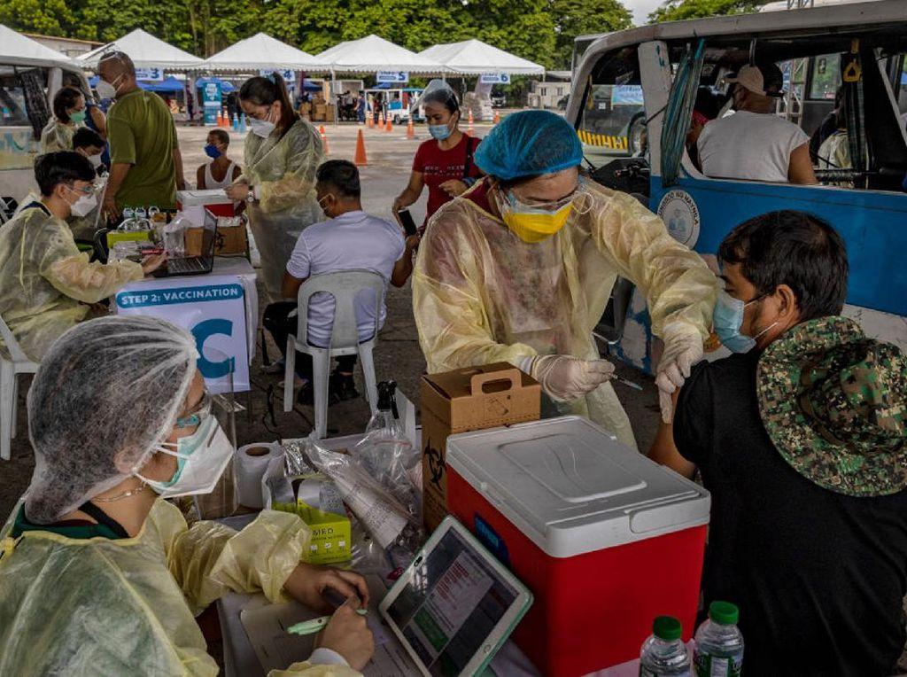 Diamuk Corona Varian Delta, Filipina Buka Pusat Vaksinasi 24 Jam