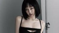8 Potret Memesona Jennie BLACKPINK Serba Hitam, Kenakan Wig ala Nanno