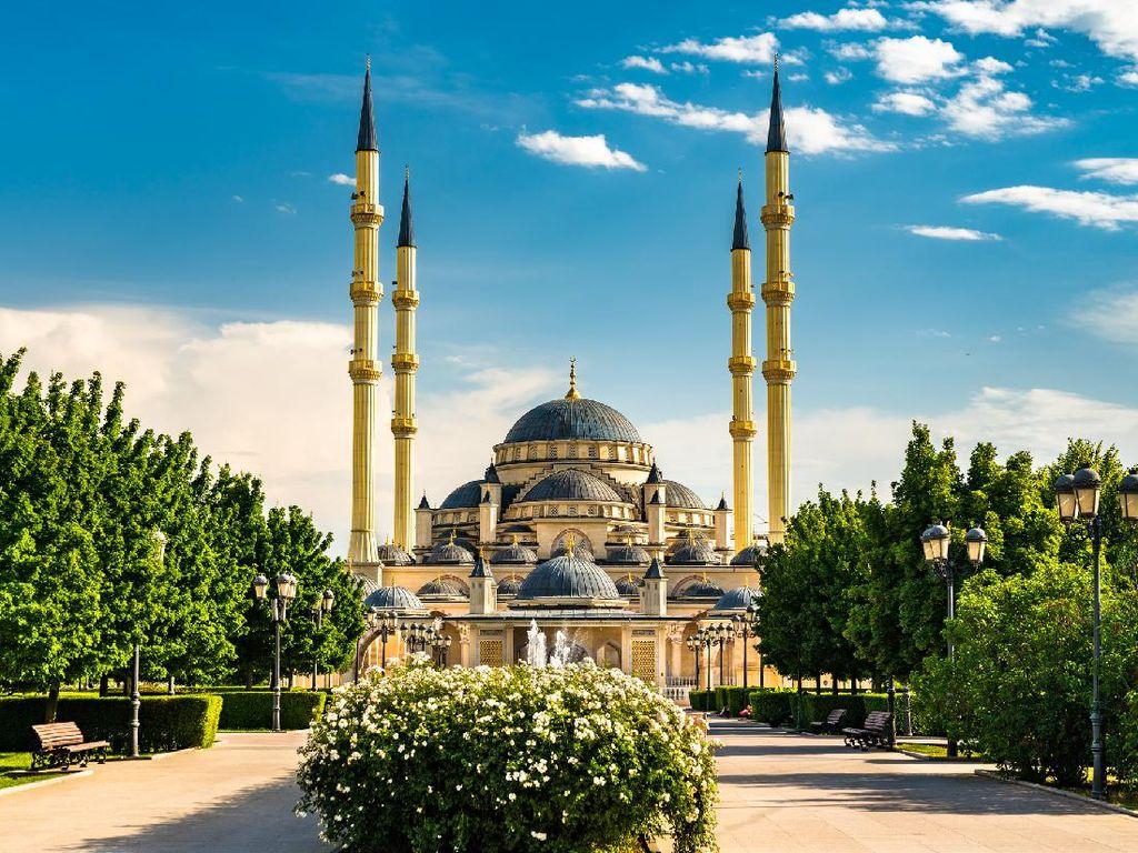 Chechnya Larang Jamaah yang Belum Vaksin Masuk Masjid, Rumah Ibadah Bahai