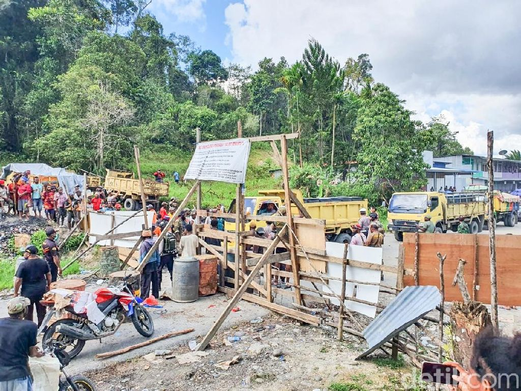 2 Minggu Ditutup Warga, Jalan Trans Jayapura-Wamena Akhirnya Dibuka