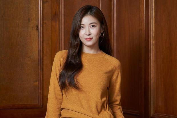 Ha Ji Won tidak pernah lupa menggunakan pelembab wajah