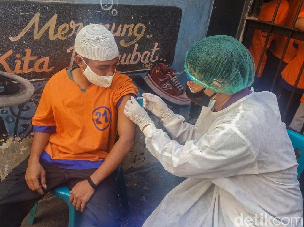 Polisi Kota Probolinggo Vaksin 13 Tahanan