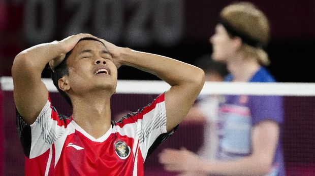 Indonesia's Anthony Sinisuka Ginting celebrates after winning against Denmark's Anders Antonsen their men's singles badminton quarterfinal match at the 2020 Summer Olympics, Saturday, July 31, 2021, in Tokyo, Japan. (AP Photo/Markus Schreiber)