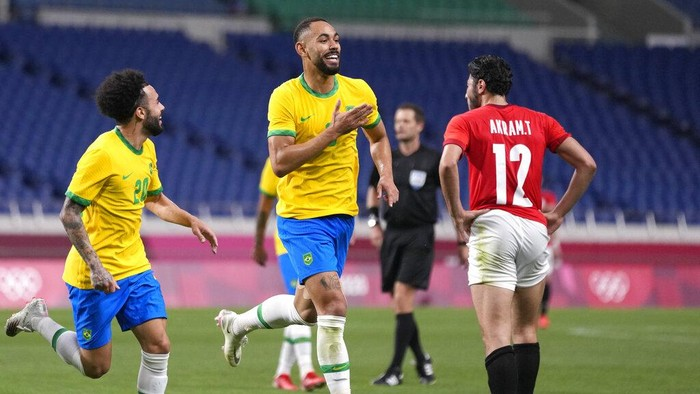 Brazils Matheus Cunha, 9, scores the opening goal against Egypt during a mens quarterfinal soccer match at the 2020 Summer Olympics, Saturday, July 31, 2021, in Saitama, Japan. (AP Photo/Silvia Izquierdo)