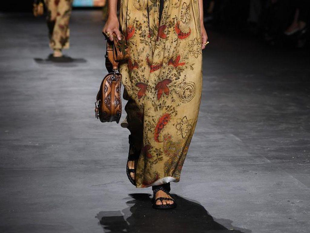 UMKM Fesyen Ini Kenalkan Wastra Indonesia ke Paris Fashion Week