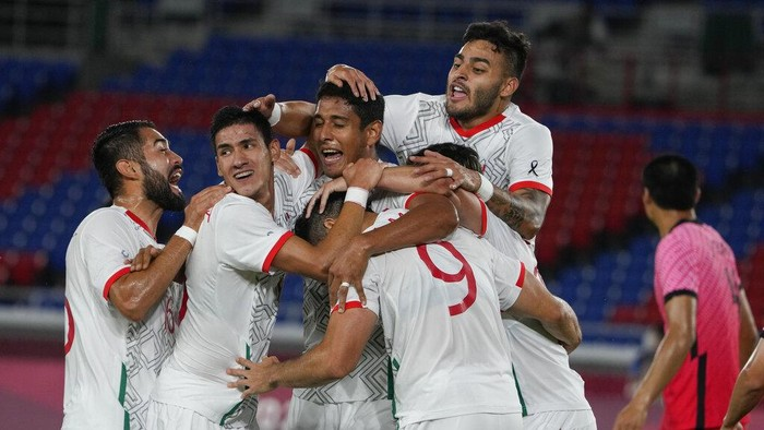 Mexicos Henry Martin (9), is congratulated by teammates after scoring a goal against South Korea during a mens quarterfinal soccer match at the 2020 Summer Olympics, Saturday, July 31, 2021, in Yokohama, Japan. (AP Photo/Kiichiro Sato)
