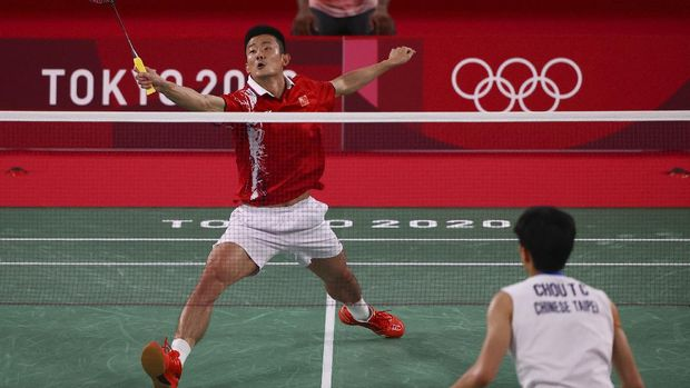 Tokyo 2020 Olympics - Badminton - Men's Singles - Quarterfinal - MFS - Musashino Forest Sport Plaza, Tokyo, Japan – July 31, 2021. Chen Long of China in action during the match against Chou Tien-Chen of Taiwan. REUTERS/Hamad I Mohammed