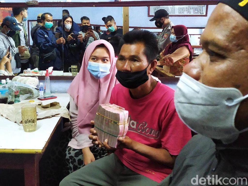 Efek Domino Kebaikan Kisah Mang Eman Nasi Padang Goceng yang Bikin Terenyuh