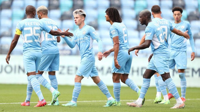 MANCHESTER, ENGLAND - JULY 31: Ben Knight of Manchester City celebrates with Fernandinho and team mates after scoring their sides second goal during the Pre-Season Friendly match between Manchester City and Barnsley at Manchester City Football Academy on July 31, 2021 in Manchester, England. (Photo by Lewis Storey/Getty Images)