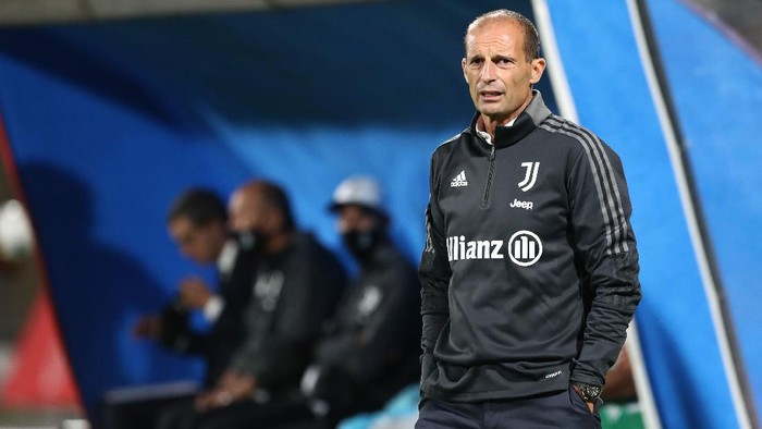 MONZA, ITALY - JULY 31: Juventus FC coach Massimiliano Allegri looks on during the AC Monza v Juventus FC - Trofeo Berlusconi at Stadio Brianteo on July 31, 2021 in Monza, Italy. (Photo by Marco Luzzani/Getty Images)