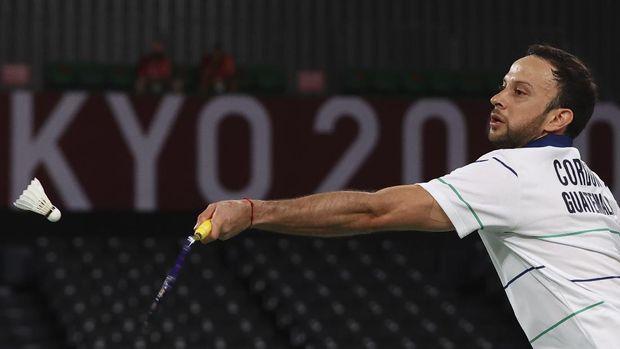 Tokyo 2020 Olympics - Badminton - Men's Singles - Semifinal - MFS - Musashino Forest Sport Plaza, Tokyo, Japan – August 1, 2021.  Kevin Cordon of Guatemala in action during the match against Viktor Axelsen of Denmark. REUTERS/Leonhard Foeger