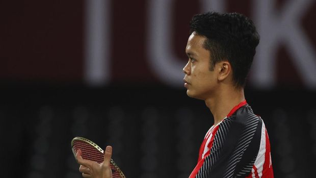 Tokyo 2020 Olympics - Badminton - Men's Singles - Semifinal - MFS - Musashino Forest Sport Plaza, Tokyo, Japan – August 1, 2021.  Anthony Ginting of Indonesia reacts during the match against Chen Long of China. REUTERS/Leonhard Foeger