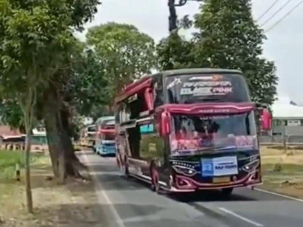 Viral Video Bus Aksi Oleng di Kuningan, Polisi Turun Tangan