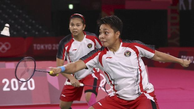 Tokyo 2020 Olympics - Badminton - Women's Doubles - Gold medal match - MFS - Musashino Forest Sport Plaza, Tokyo, Japan – August 2, 2021.  Apriyani Rahayu of Indonesia in action near Greysia Polii of Indonesia during the match against Chen Qingchen of China and Jia Yifan of China. REUTERS/Leonhard Foeger