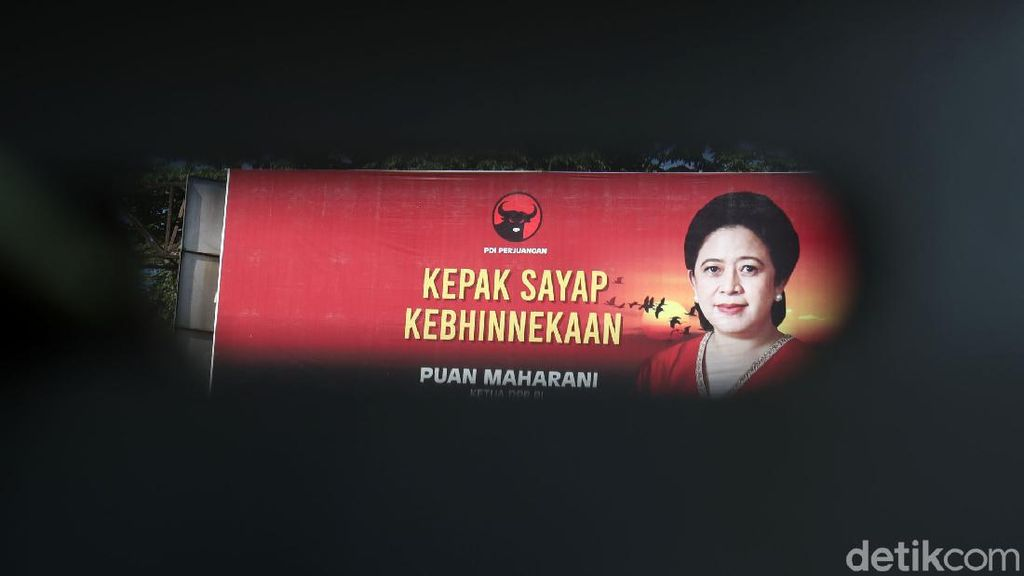 Baliho Puan Maharani Mejeng di Kota Bandung