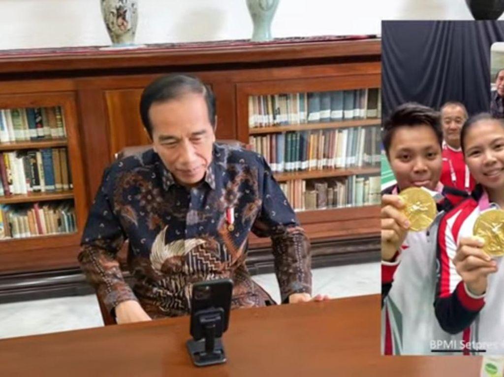 Ekspresi Semringah Jokowi saat Video Call Greysia/Apriyani
