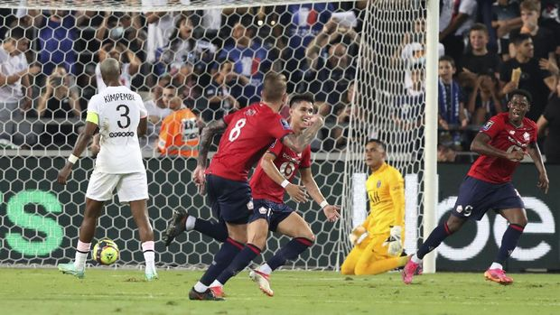 Lille's Xeka, second from left, celebrates with his teammates after scoring his side's opening goal during the French Super Cup final soccer match between Lille and Paris Saint-Germain at Bloomfield Stadium in Tel Aviv, Israel, Sunday, Aug. 1, 2021. (AP Photo/Ariel Schalit)