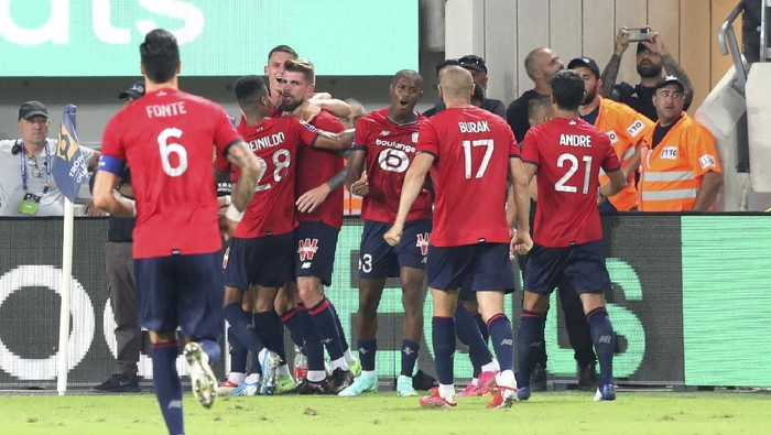 Lilles Xeka, fourth from left, celebrates with his teammates after scoring his sides opening goal during the French Super Cup final soccer match between Lille and Paris Saint-Germain at Bloomfield Stadium in Tel Aviv, Israel, Sunday, Aug. 1, 2021. (AP Photo/Ariel Schalit)