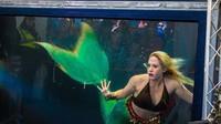 Pakai Baju Mermaid dan Menyelam Jadi Tren Hobi Baru
