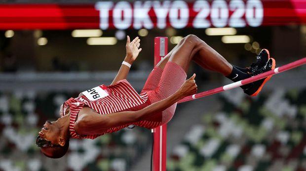 Tokyo 2020 Olympics - Athletics - Men's High Jump - Final- OLS - Olympic Stadium, Tokyo, Japan – August 1, 2021. Mutaz Essa Barshim of Qatar in action REUTERS/Kai Pfaffenbach
