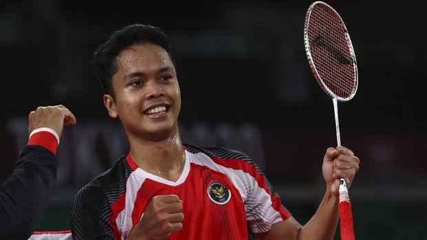 Tokyo 2020 Olympics - Badminton - Men's Singles - Bronze medal match - MFS - Musashino Forest Sport Plaza, Tokyo, Japan – August 2, 2021.  Anthony Ginting of Indonesia celebrates after winning the match against Kevin Cordon of Guatemala. REUTERS/Leonhard Foeger
