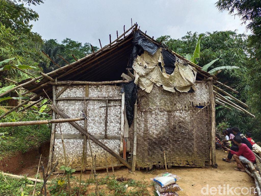 Cerita Keluarga di Cianjur Jarang Makan Nasi-Huni Gubuk Reyot
