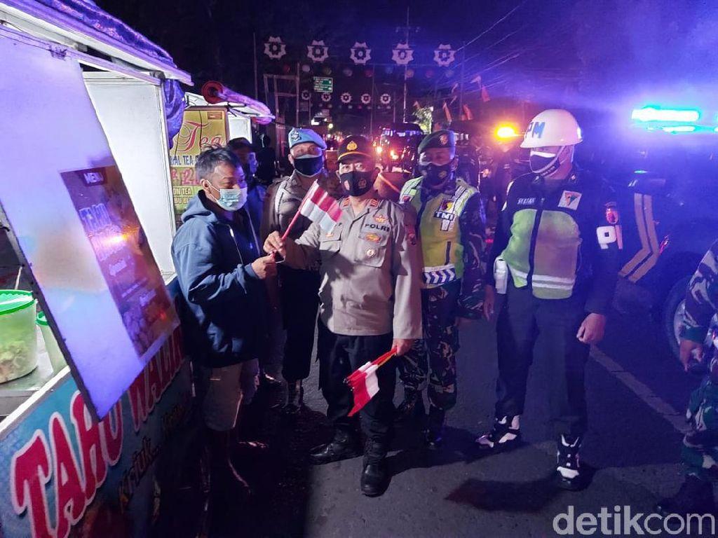 PKL di Jombang Kompak Kobarkan Semangat Merah Putih Meski Terdampak Pandemi