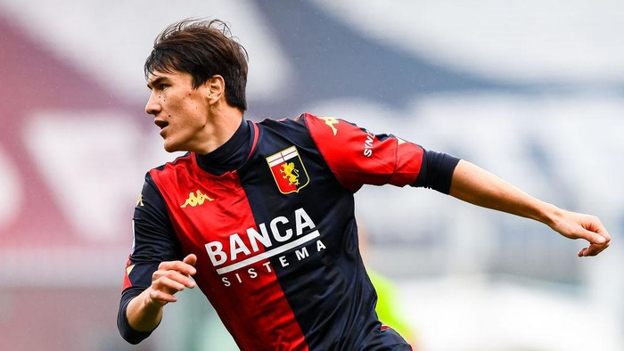 GENOA, ITALY - MAY 15: Eldor Shomurodov of Genoa celebrates after scoring a goal during the Serie A match between Genoa CFC and Atalanta Bergamasca Calcio at Stadio Luigi Ferraris on May 15, 2021 in Genoa, Italy. (Photo by Getty Images)