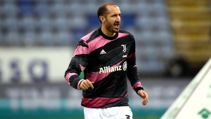 CAGLIARI, ITALY - MARCH 14:  Giorgio Chiellini  of Juventus  looks on during the Serie A match between Cagliari Calcio  and Juventus at Sardegna Arena on March 14, 2021 in Cagliari, Italy. (Photo by Enrico Locci/Getty Images)