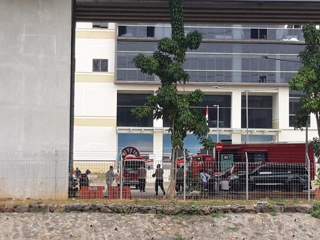 Perjalanan LRT Sempat Terhenti Saat Kantornya Terbakar, Kini Telah Normal