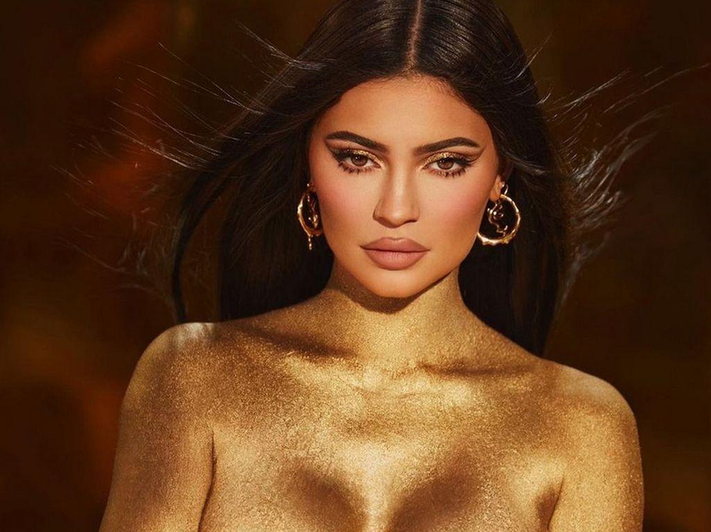 Mengintip Perayaan Ultah Kylie Jenner ke-24, Mewah Walau Hanya di Rumah