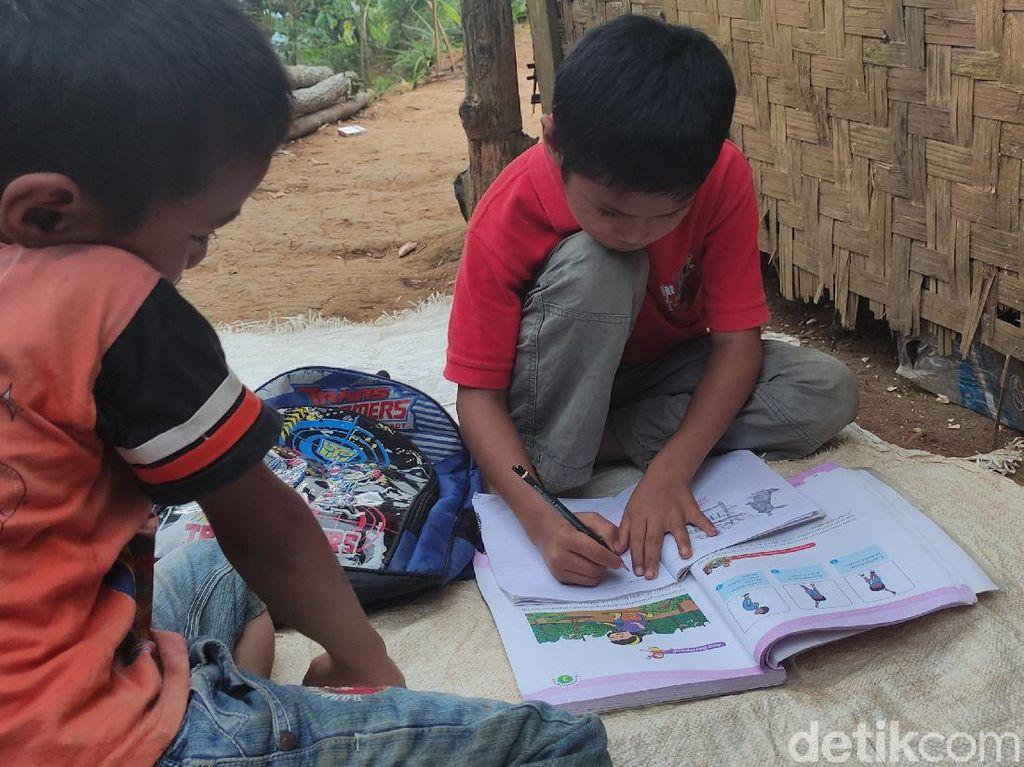 Potret Semangat Belajar Bocah Cianjur di Tengah Segala Keterbatasan