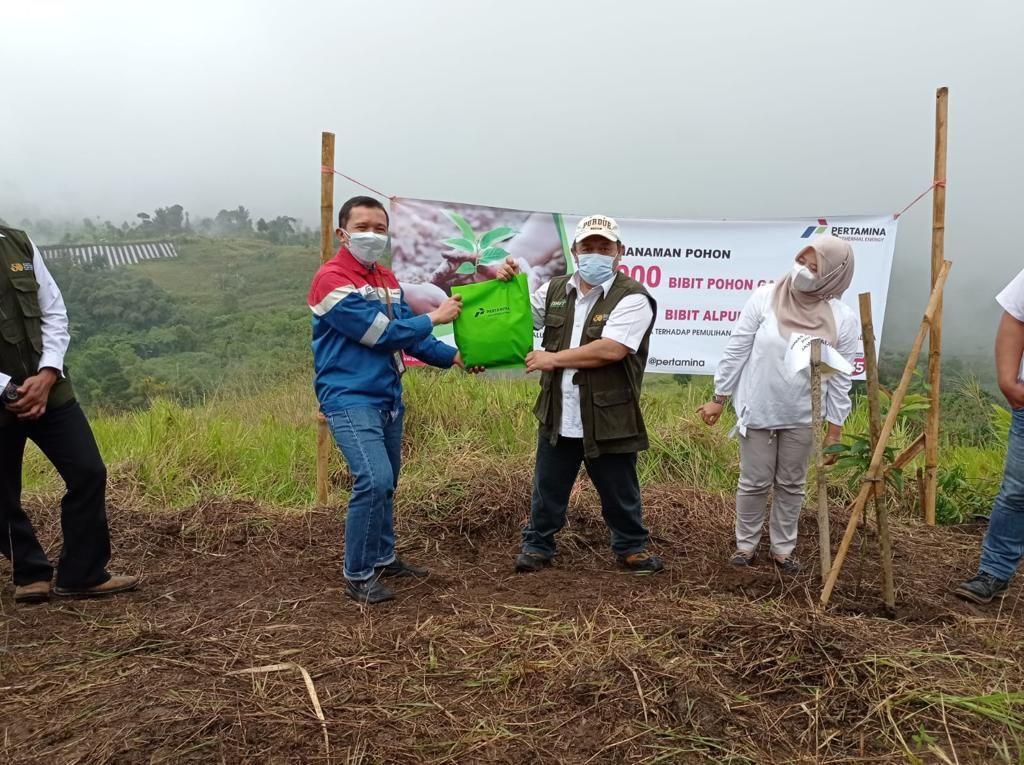 Pertamina Sumbang Ribuan Bibit Tanaman ke Warga Tasikmalaya