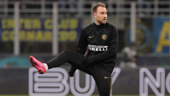 MILAN, ITALY - JANUARY 29:  Christian Eriksen of FC Internazionale warms up prior to the Coppa Italia Quarter Final match between FC Internazionale and ACF Fiorentina at San Siro on January 29, 2020 in Milan, Italy.  (Photo by Emilio Andreoli/Getty Images)
