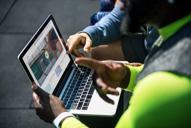 Foto dan video privasi sebaiknya disimpan sendiri saja | Foto : freepik/rawpixel.com