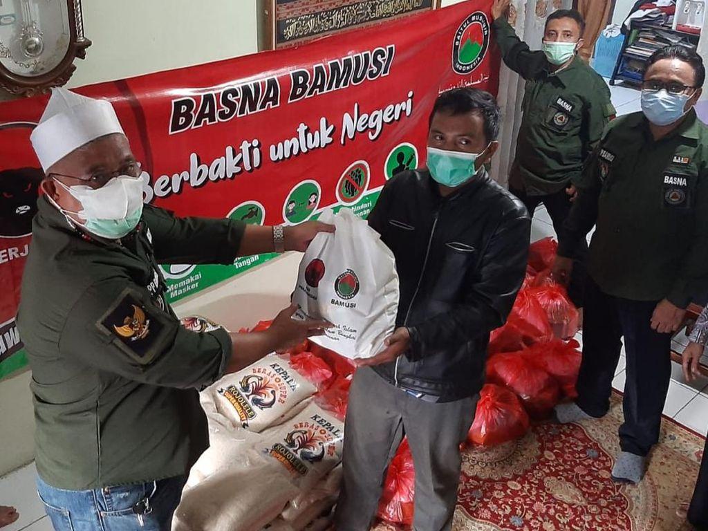 Bamusi PDIP Salurkan Ribuan Paket Bansos-Vitamin ke Warga Isoman